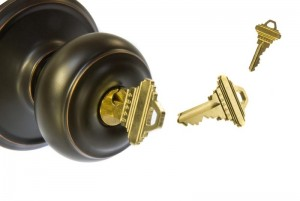 an image of a doorknob with keys.